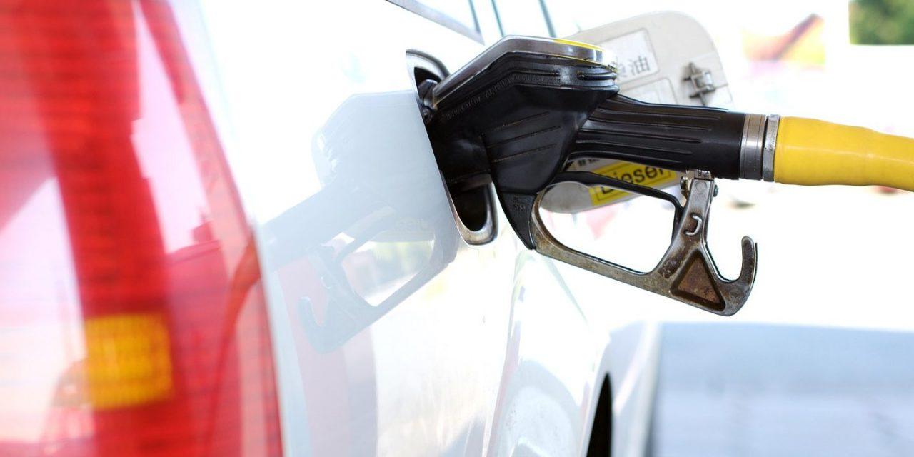 Cheiro de combustível dentro do carro? Cuidado!